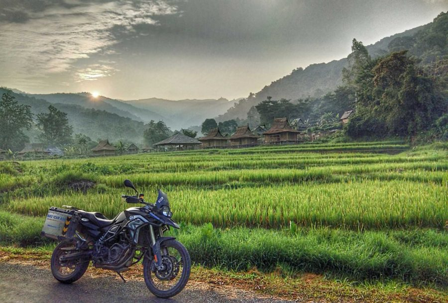VIE_Bike_rice_fields_Sun_Bom_small